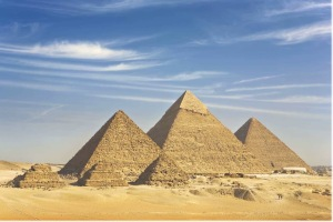 Three Giza pyramids and the queens